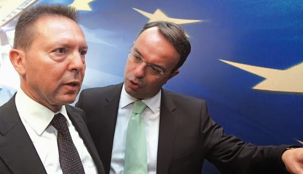 Ο νέος υπουργός των Οικονομικών Γιάννης Στουρνάρας  και ο αναπληρωτής υπουργός Χρήστος Σταικούρας κατά την τελετή παράδοσης - παραλαβής του υπουργείου , Αθήνα Πέμπτη 5  Ιουλίου 2012. ΑΠΕ-ΜΠΕ/ΑΠΕ-ΜΠΕ/ΟΡΕΣΤΗΣ ΠΑΝΑΓΙΩΤΟΥ
