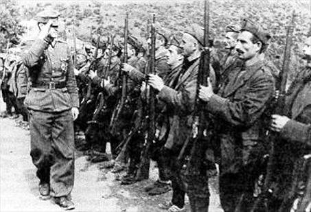 Τσαμηδες με Ιταλικες στρατιωτικές στολές