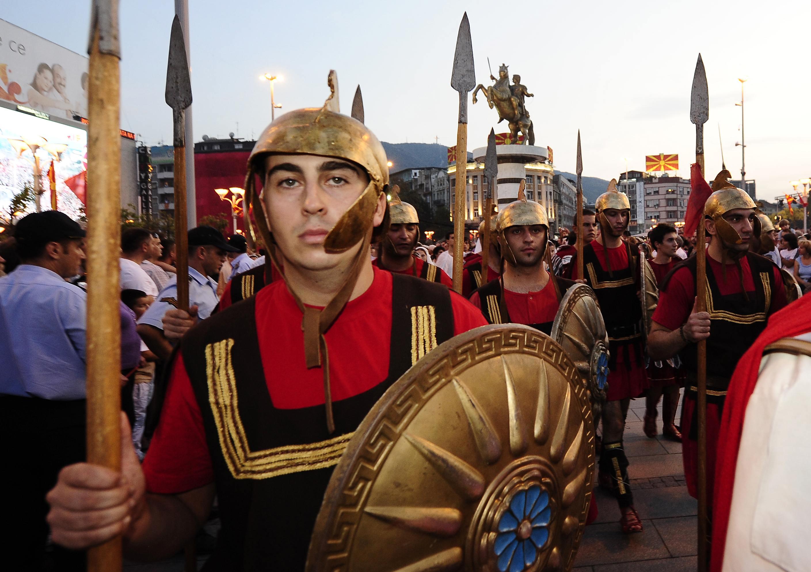 Παρέλαση έξω από την ιστορία